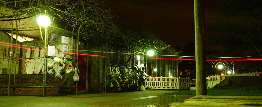 Nächtliche Lichtverhältnisse am Sozialen Zaun Darmstadt